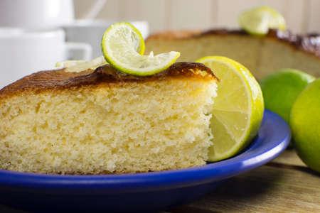 Traditional lemon cake close Imagens