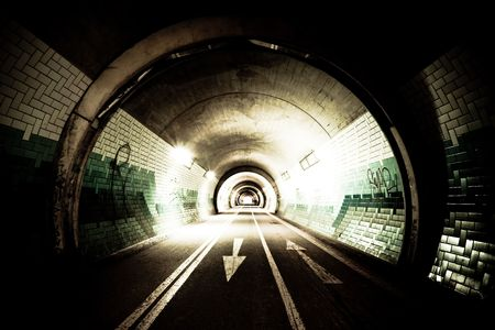 High-contrast exposure of a tunnel with arrows on the street  版權商用圖片