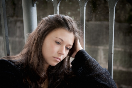 Outdoor portrait of a sad teenage girl looking thoughtful about troubles 版權商用圖片 - 10056180
