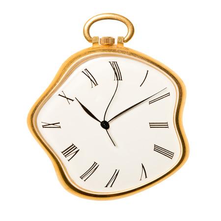 Melting reloj de bolsillo de oro sobre fondo blanco. Concepto de tiempo, pasado o plazo