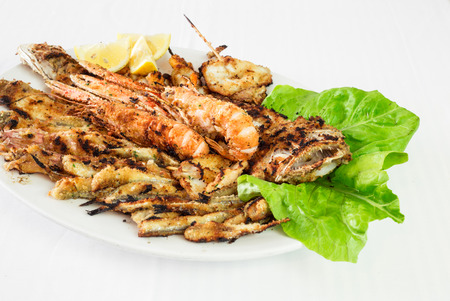 serving dish: fried seafood, serving dish of mixed fry