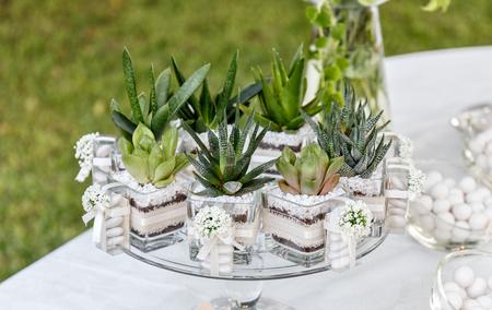 floral arrangement for wedding banqueting