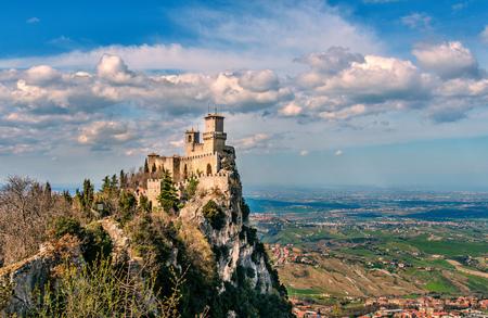 San Marino republiek, Italië. Rocca della Guaita, middeleeuws kasteel op Titano berg