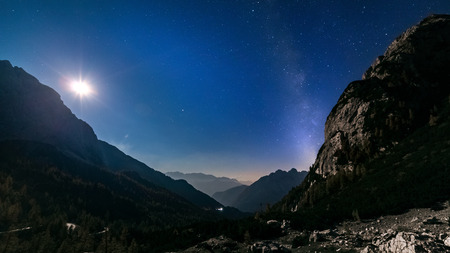 stars and milky way with moon light over mountain night landscape. night panorama. Nightscape Stockfoto