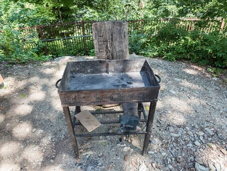 Barbecue grill on the background of the forest Фото со стока - 129822145