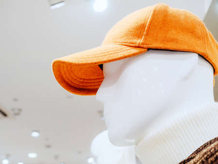 White head of a male mannequin in a red cap 免版税图像
