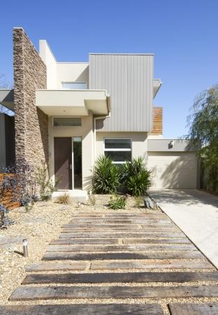 presti: Przód z dwóch kondygnacji architekt współczesny zaprojektowanego domu kamienicy formacie pionowym