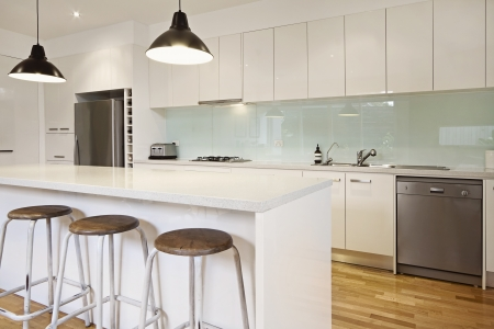 fridge: White contemporary kitchen with island and bar stools Stock Photo
