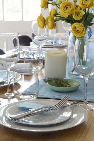 Centrepiece: Formal table setting with yellow roses centrepiece Stock Photo