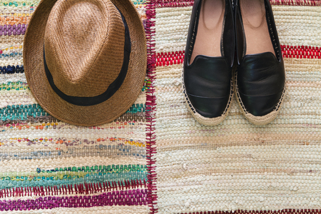 straws: Flatlay womens fashion accessories hat and shoes on a textured rug Stock Photo
