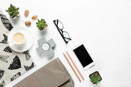 홈 개체와 여자 패션 액세서리 평면 누워 오버 헤드의 스타일 된 컬렉션