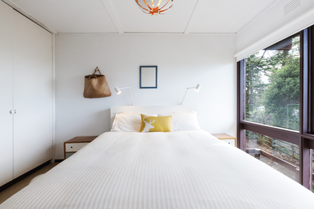 room accent: Funky 70s retro bedroom in an old beach house Stock Photo