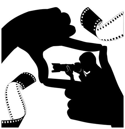 Le cadre des doigts. Silhouette noire des mains et du photographe. Ruban photo noir et blanc. Illustration vectorielle Vecteurs