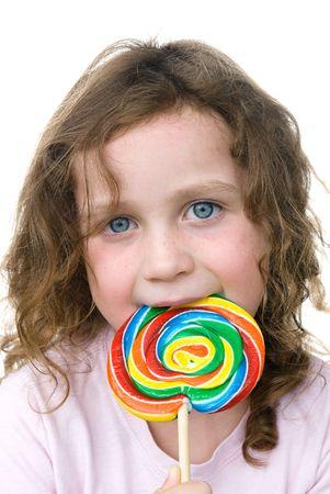 어린 소녀 그녀의 롤리팝 핀 휠 흡입기를 즐깁니다. 스톡 콘텐츠