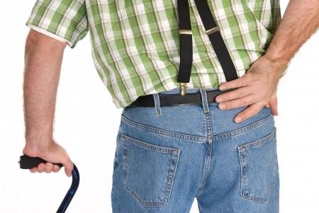 Achterzijde van een volwassene lopen met een stok.