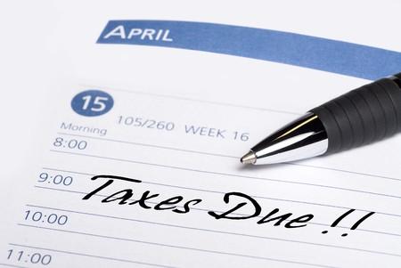 taxes: Un libro se comunica la fecha para recordar que los impuestos se deben el 15 de abril. Foto de archivo