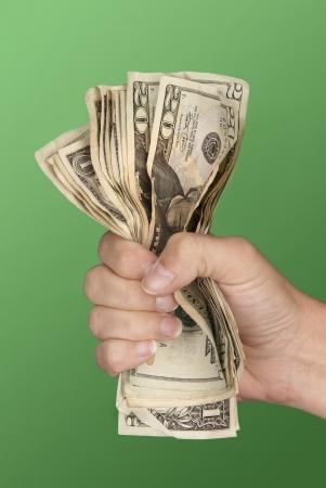 fists: Una mujer agarra un fajo de billetes la esperanza de que no se pierda. Foto de archivo