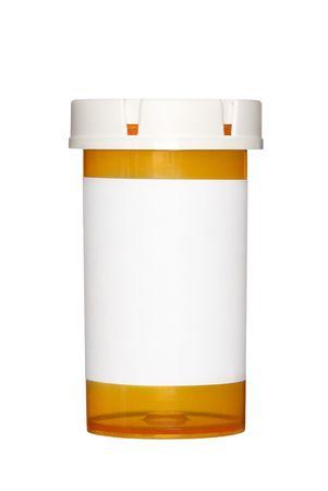 leere flaschen: Eine medizinische Pille Flasche mit einem leeren Label f�r Kopie space und die Flasche ist auf wei�em Hintergrund isoliert.