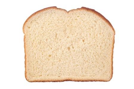 Een enkel sneetje wit brood geïsoleerd op wit.