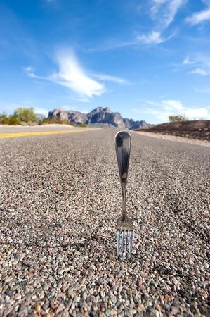Eine Gabel in der Straße Inferes eine Entscheidung Punkt im Leben. Standard-Bild