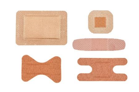 白で隔離される粘着包帯の滅菌詰め合わせ 写真素材