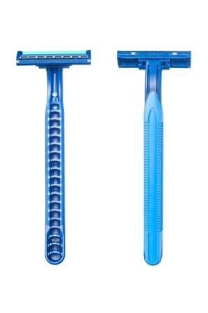 Nieuwe disposable scheermes blad toont de voor-en achterkant van een blauwe hendel scheren accessoire. Stockfoto