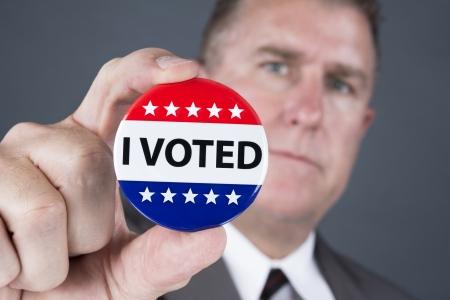 głosowało: Człowiek, który głosował posiada swoje głosowania znaczek w klapie.