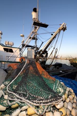 fischerei: Eine Fischerboot mit einem Geldbeutel Sein net inszeniert für einen Angelausflug
