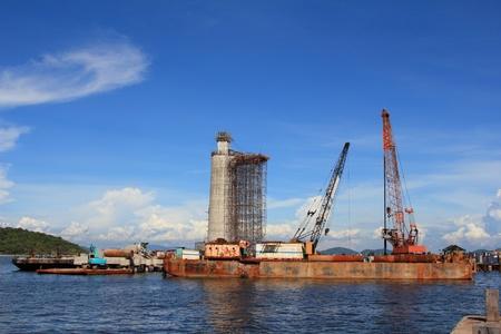 the lighthouse under construction and cranes under a blue sky  Standard-Bild