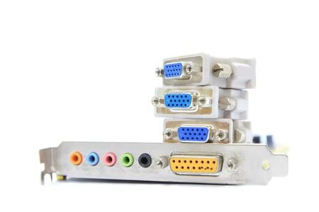 vga: Primer plano de una tarjeta de sonido y la pila de conectores VGA en el fondo blanco.