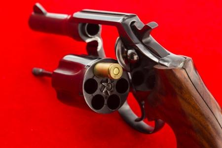 roulette: Roulette russa con il proiettile concetto di gioco, rischiando la propria vita Archivio Fotografico