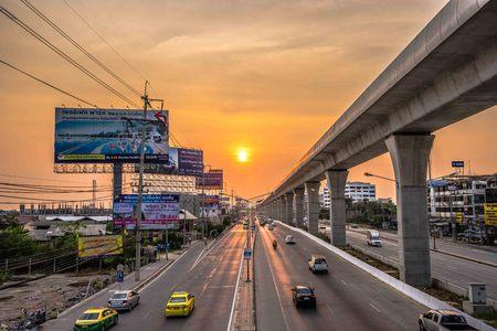 bang: Goden light Bang Bua Tong