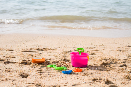 flaglets: Toys that play before the sand of the sea