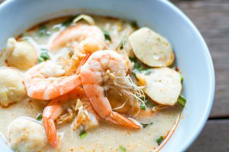 sour grass: Noodles Shrimp Soup