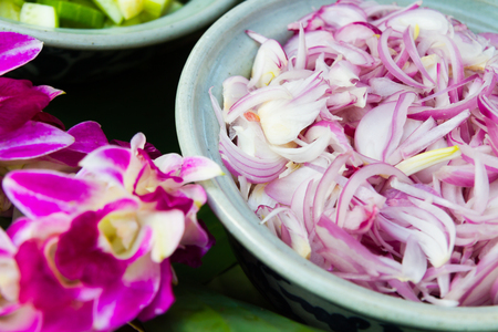 flavorsome: Onions sliced to make food with health benefits. Stock Photo