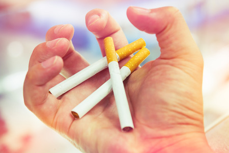 hand stop: Smoking is dangerous to your health and those around you is a kind of substance abuse, the risk of cancer.