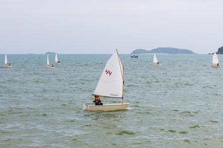 Segeln ist ein Wassersport, das Spaß und ist gesund. Editorial