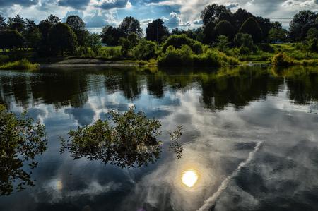 Cloud reflectie Stockfoto - 84397457