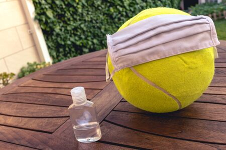 https://us.123rf.com/450wm/joelbravo13/joelbravo132005/joelbravo13200500066/148503405-tennis-ball-with-a-mask-and-disinfectant-representing-the-sport-in-pandemic-time.jpg?ver=6