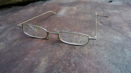 Broken glasses on scratched rusty metal surface? Stock Photo Archivio Fotografico
