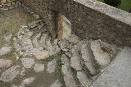 Escaleras en Sant Llorens de Montgai Foto de archivo - 47173074