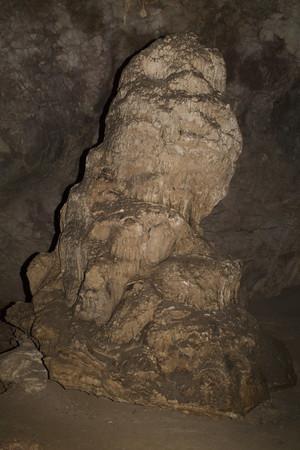 Estalagmitas en la cueva del Tabac Foto de archivo - 54402782