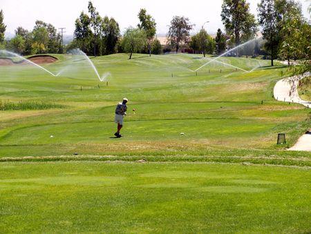 ゴルフ ティー ボックスでスプリンクラー 写真素材