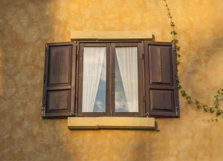 Retro window and wall Stock Photo - 14868311