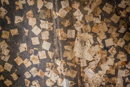 goldfolie: Viele kleine St�cke stecken Goldfolie auf dem alten dekorativen Thai-Kunst Lizenzfreie Bilder