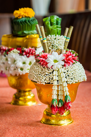 areca: Thai offering dish with areca nut and betel leaves for auspicious ceremony. It is a tray with pedestal in Thai culture. Stock Photo