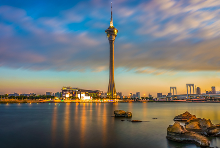 Macau Tower and Ponte de Sai Van Bridge at dusk. Scenery view shooting from Sai Van Lake. 免版税图像