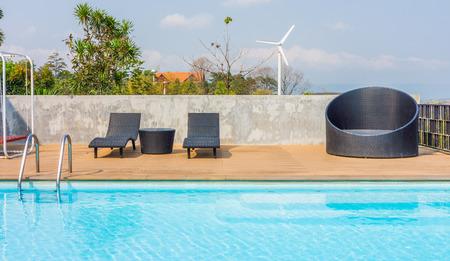 야외 가구 및 수영장. 레크리에이션과 휴식을위한 시설.