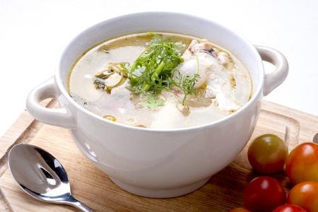 Spicy chicken, soup Thai style  Фото со стока