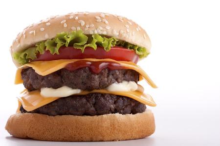 Double Cheeseburger op een witte achtergrond Dit bestand wordt gereinigd en geretoucheerd